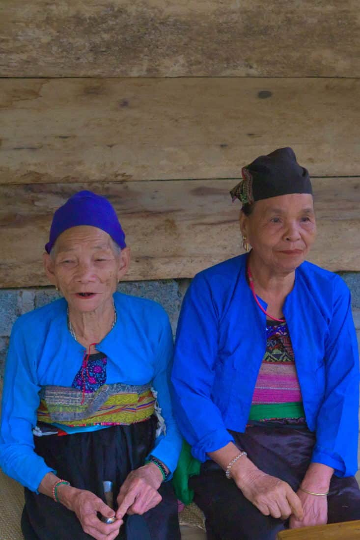 Moung Ladies in traditional dress