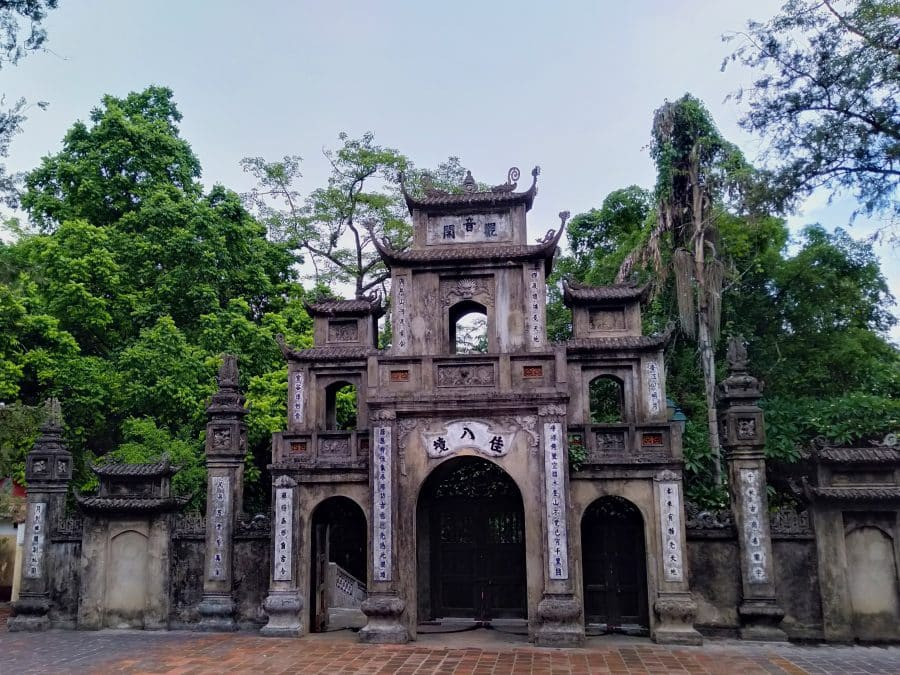 The ancient gate at Thien Tru Pagoda